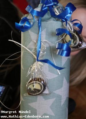 Geschenk: verpackte Whiskey-Flasche