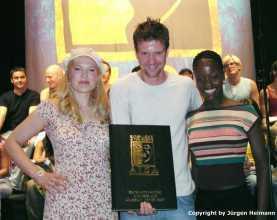 Maricel(Amneris), Mathias Edenborn(Radames) und Florence Kasumba(Aida) zeigen das Script