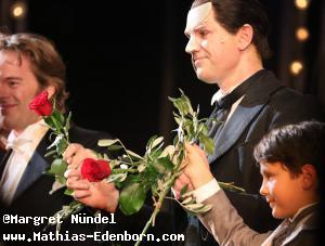 Mathias Edenborn und Deniz beim Schlussapplaus