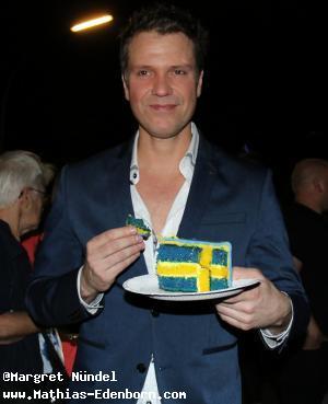 Mathias Edenborn isst Torte