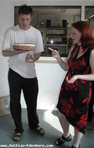 Und schon wieder Mathias mit Yvonne und der Torte