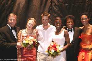 Schlussapplaus: Ministerpräsident Wolfgang Clement, Maricel (Amneris), Mathias Edenborn (Radames), Roberto Blanco, Florence Kasumba (Aida) und Annabelle Mandeng