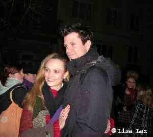 Mathias Edenborn mit Fan Sabrina an der Bühnentür Raimund Theater