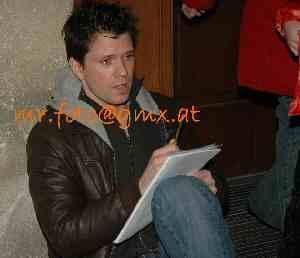 Mathias Edenborn nach getaner Arbeit an der Bühnentür des Theaters