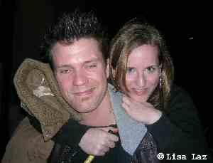 Mathias Edenborn mit Fan Lisa an der Bühnentür Raimund Theater