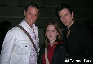 Mathias Edenborn mit Kollege Mark Seibert und Fan Lisa an der Bühnentür Raimund Theater