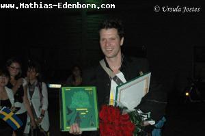 Mathias zeigt das Abschiedsbuch