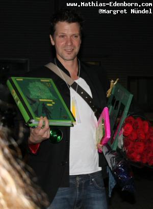Mathias Edenborn mit Geschenken