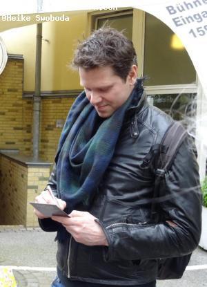 Mathias Edenborn beim Autogramme schreiben
